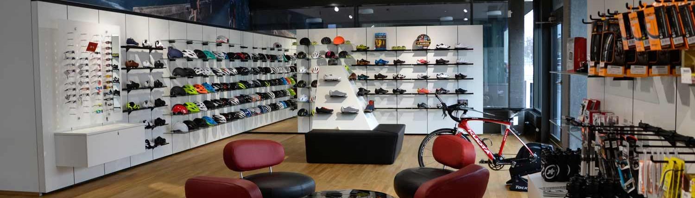 Assos proShop Uster, Erdgeschoss Helme & Schuhe